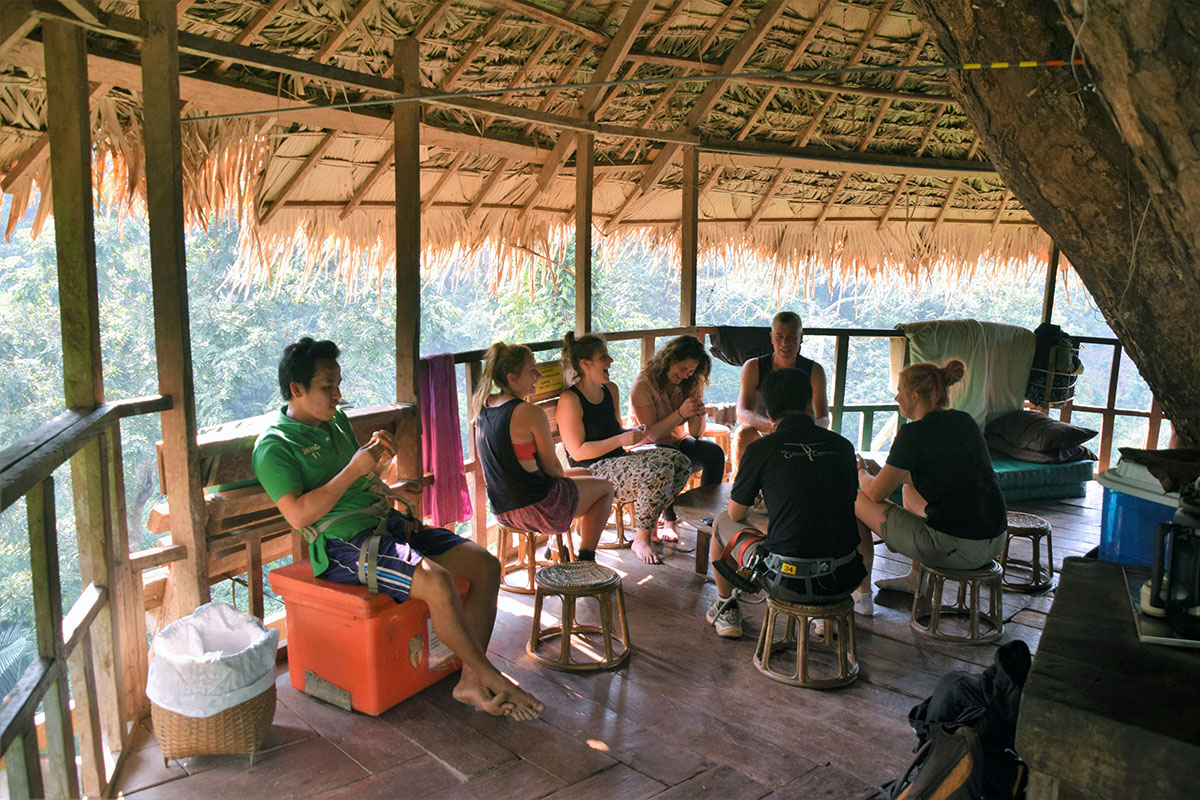 Relaxen in de boomhut bij de Gibbon Experience.