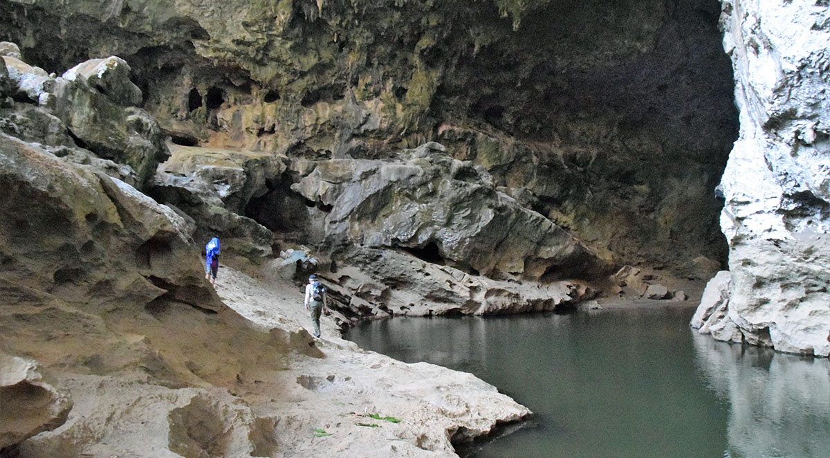 Grote grot in Hin Bun National Park in Laos.