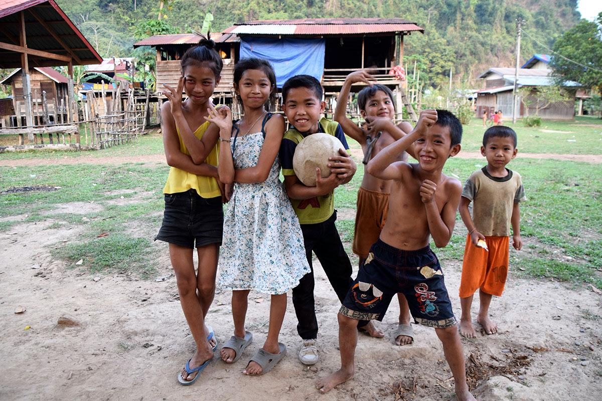 lokale kinderen bij homestay in Hin Bun National Park.
