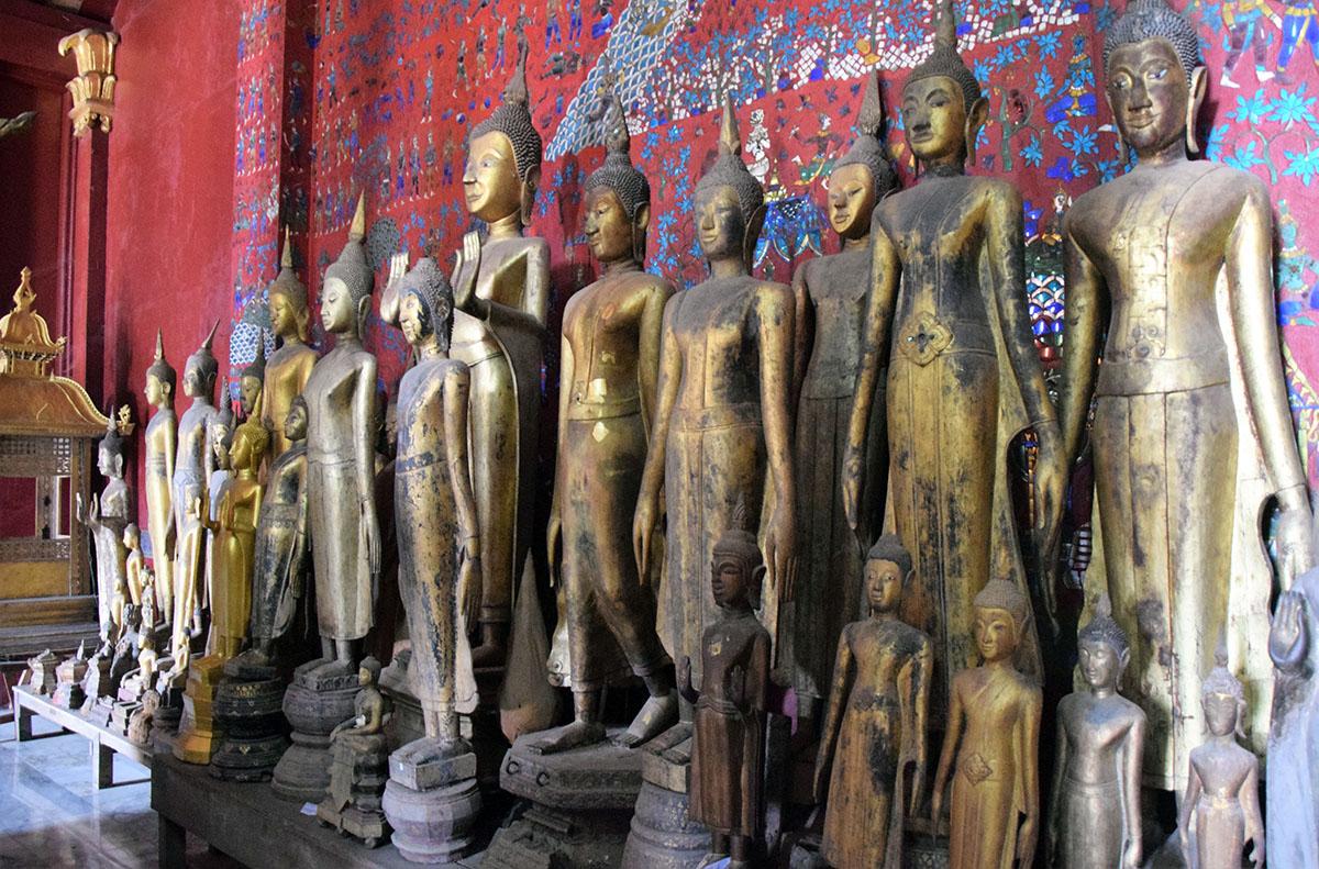 mooie beelden in tempel in Laos.
