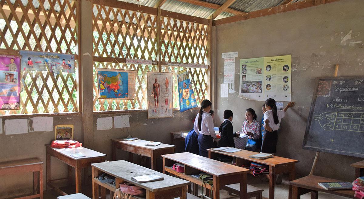 Schoolklasje in de buurt van Nong Khiaw.