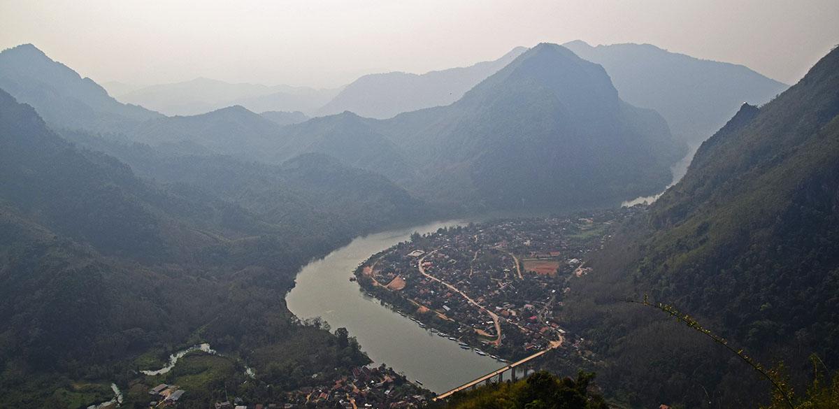 Uitzicht vanaf uitzichtpunt Nong Khiaw.