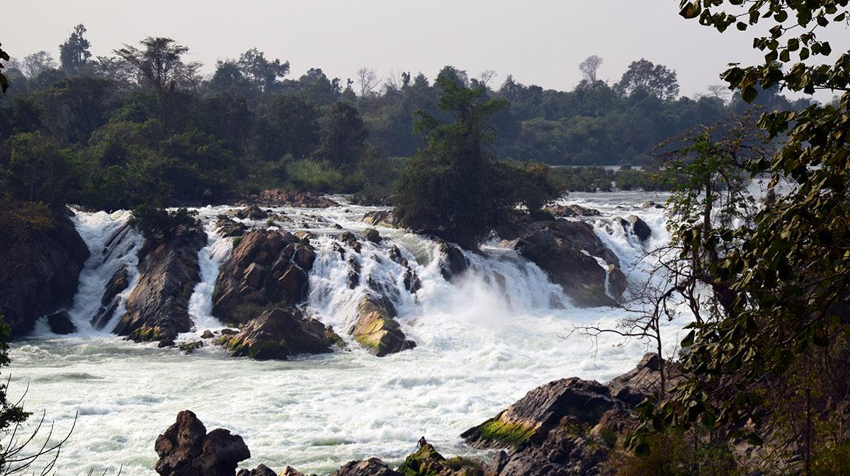 Waterval bij de eilanden van si pan don.