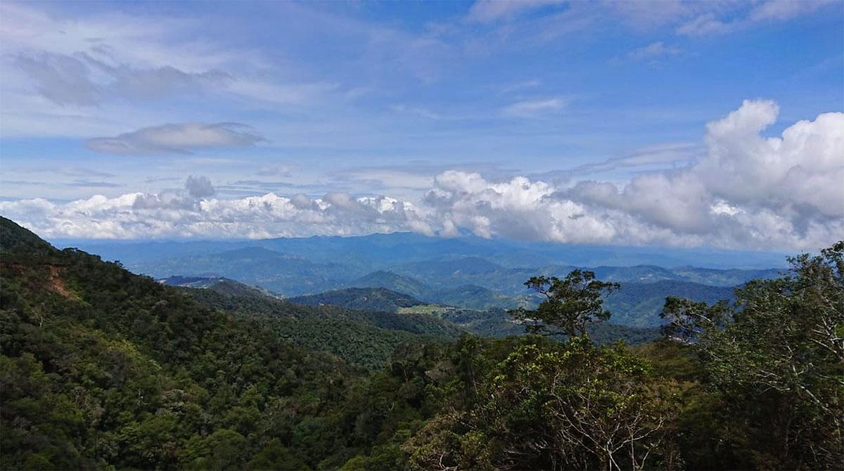 Vergezicht bij Mount Kinabalu.