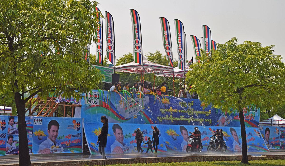 Thingyan in Mandalay is een groot meerdaags feest.