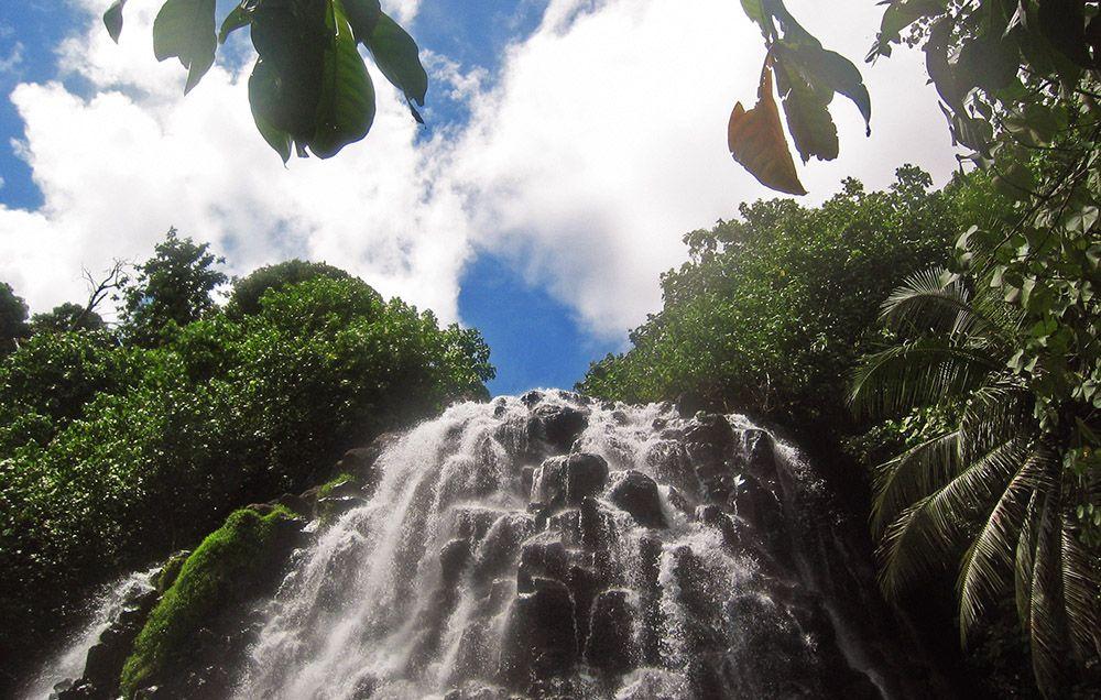 waterval op Pohnpei, Micronesië