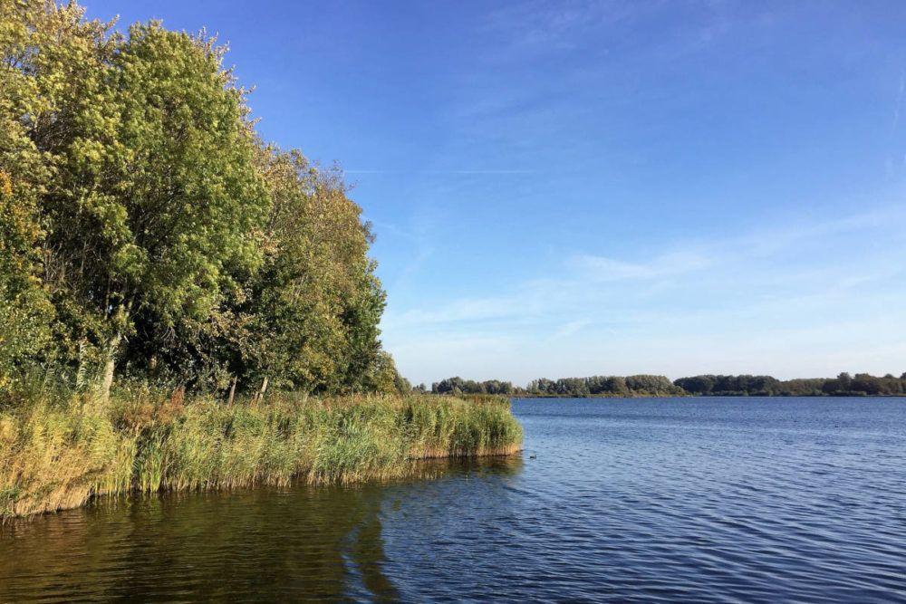 Het Twiske heeft veel watergebieden waar men kan recreëren.