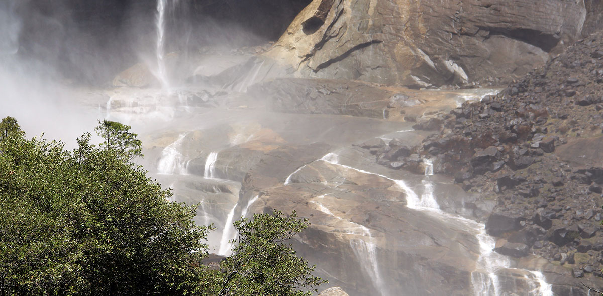 bekken van een van de watervallen in Yosemite National Park