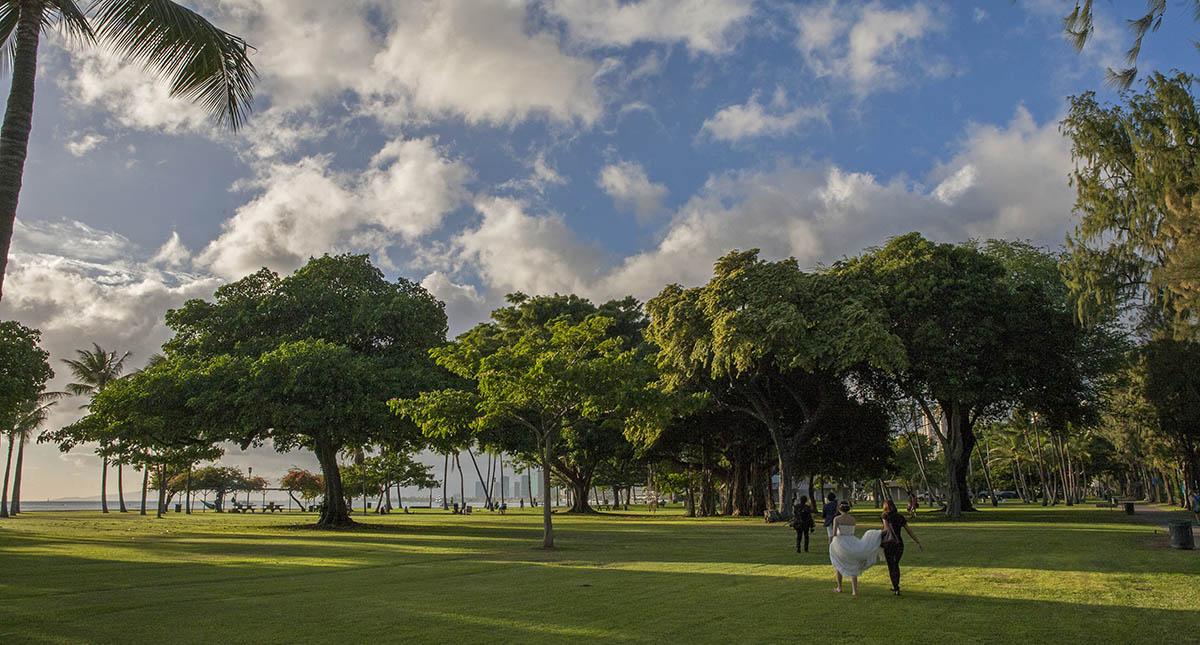 bruidspaar op Oahu, Hawaii