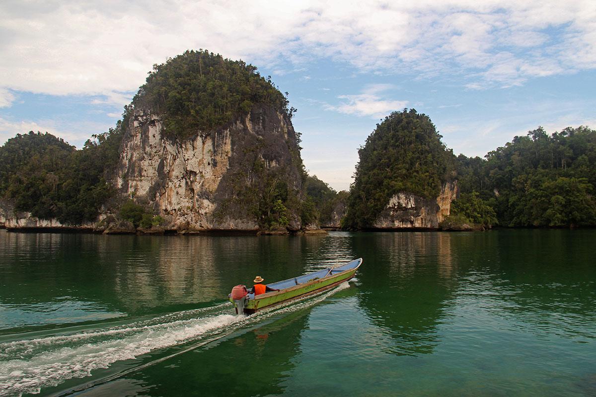 excursie over het water naar bezienswaardigheden van Raja Ampat