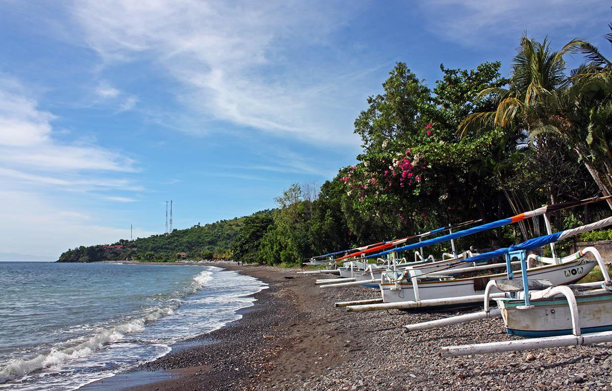 Bootjes op het strand van Bali.