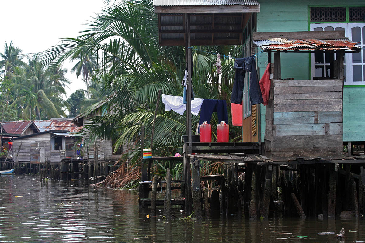 Floating villages op Kalimantan.