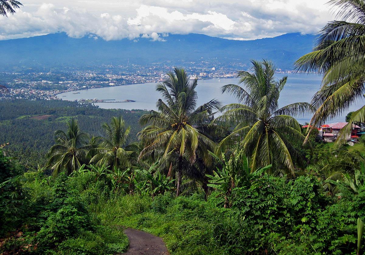 Uitzicht op baai in Sulawesi