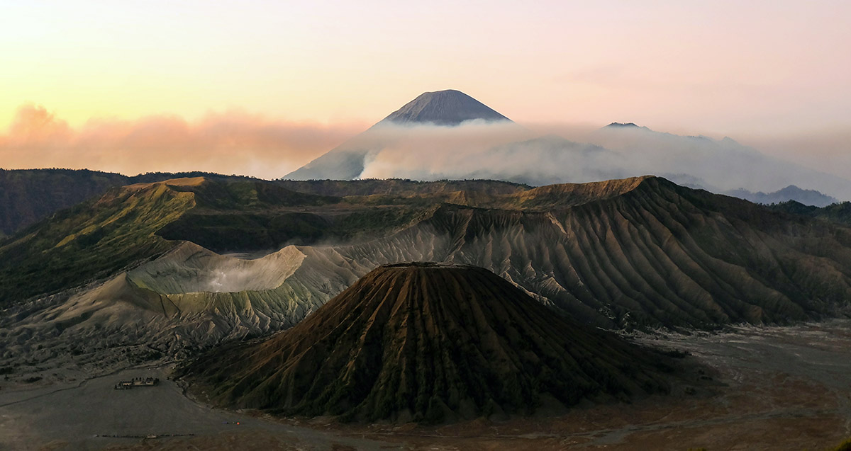 Veel vulkanen in Indonesië.