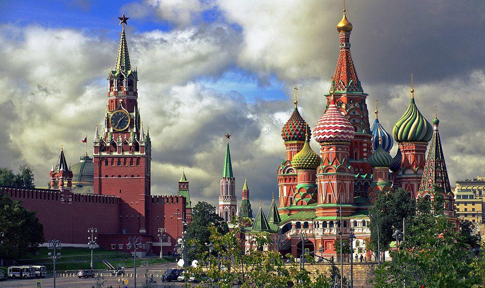 Vlakbij het Rode Plein in Moskou in het voorjaar