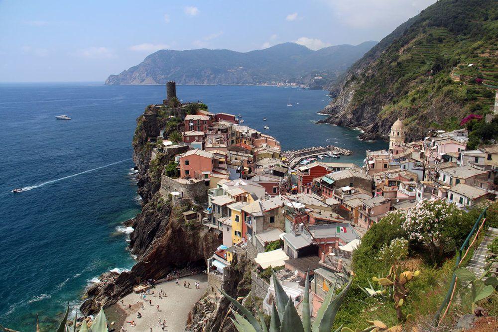 Het kleurrijke dorpje Vernazza trekt veel toeristen.