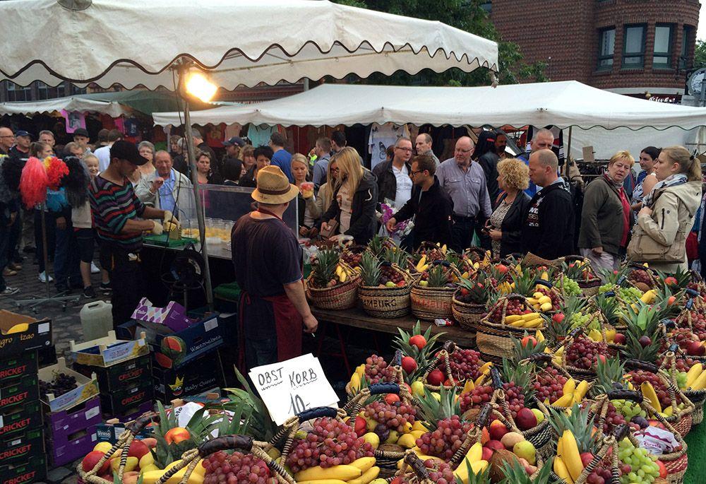 De ochtendmarkt in Hanzestad Hamburg, Duitsland