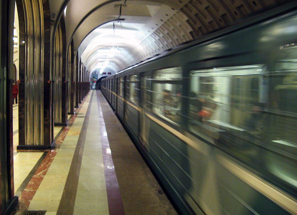 De metrostations in Moskou zijn niet alleen heel erg diep onder de grond maar ook nog eens prachtig