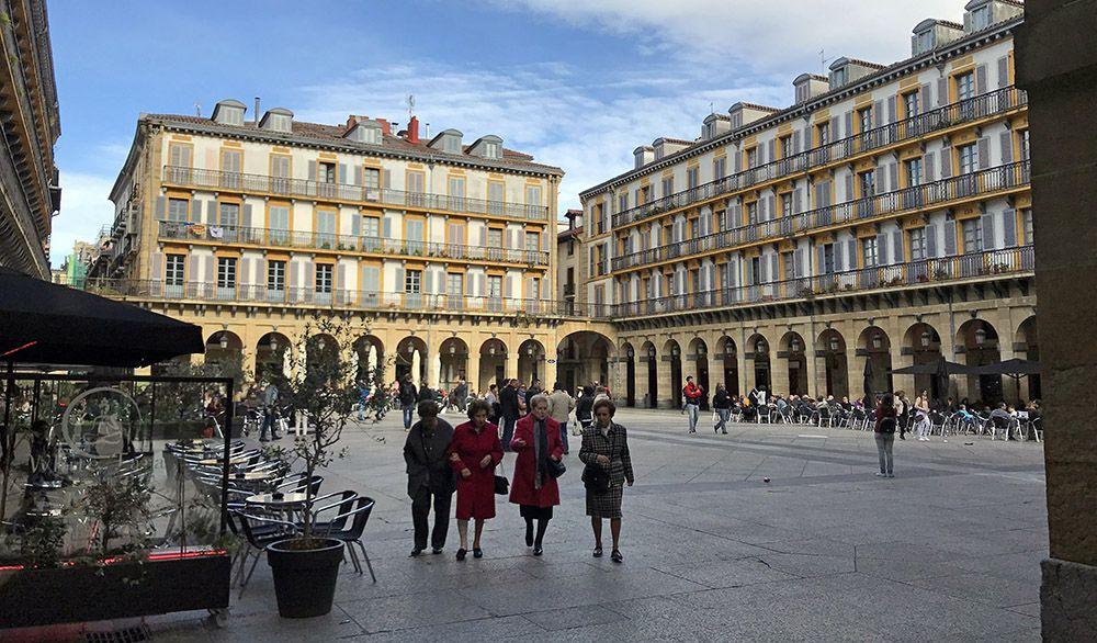 Een van de vele pleinen in San Sebastian in Spaans Baskenland
