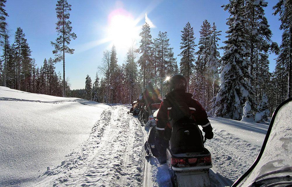 Sneeuwscootersafari in Fins Lapland
