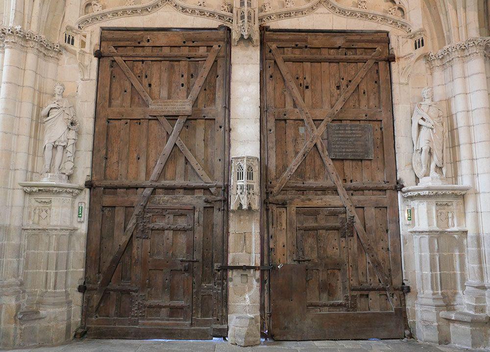 prachtig oude deuren van de kathedraal van Nantes
