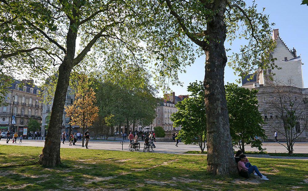 heerlijk relaxen in een van de vele parken in het centrum van Nantes