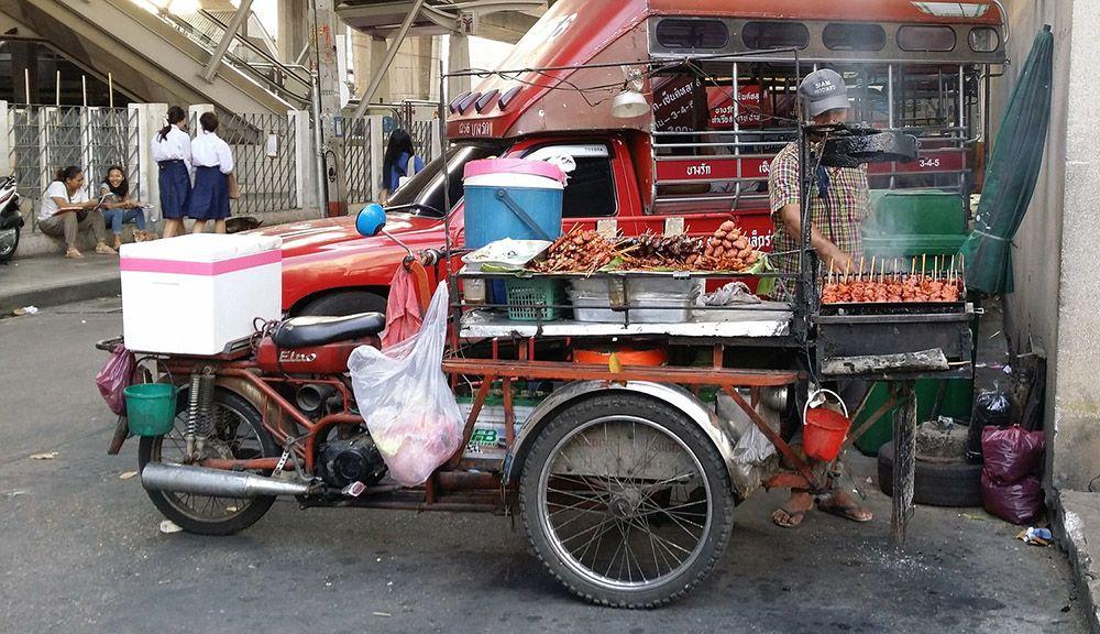 Eten op straat in Thailand