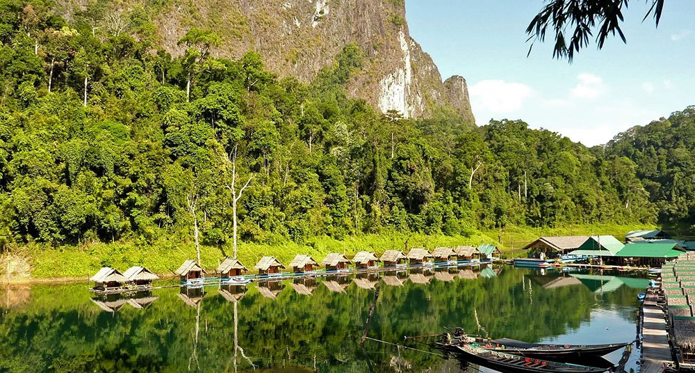 Stuwmeer in Khao Sok National Park in Thailand