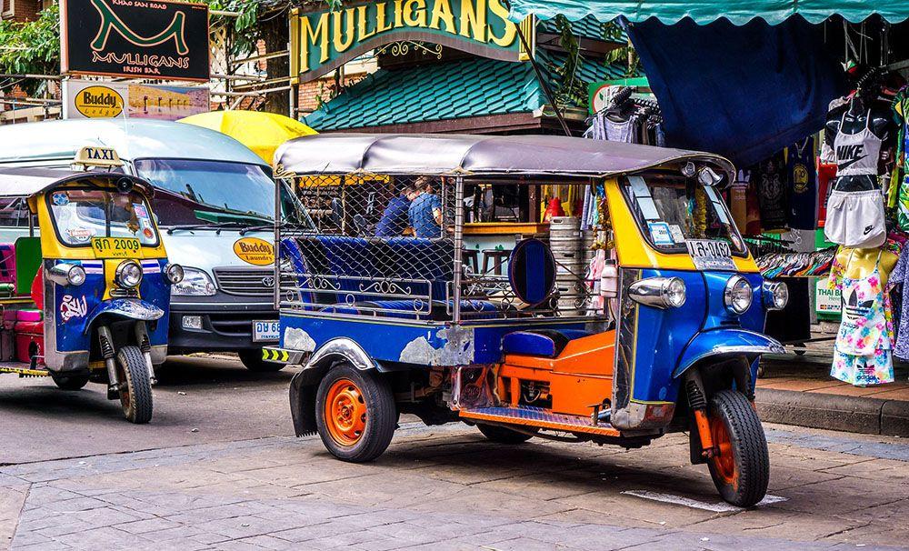 Vervoer met de tuktuk in Thailand