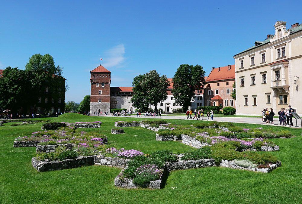 Vlakbij het grote kasteel in Krakau