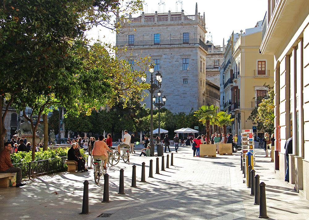 Een van de vele pleinen in Valencia