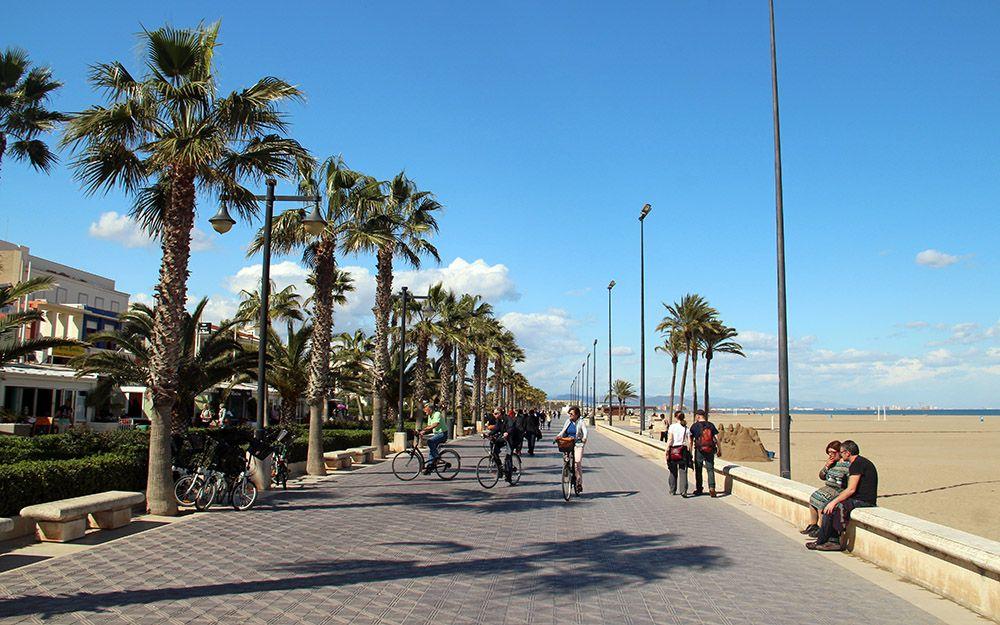 de strandboulevard van Valencia