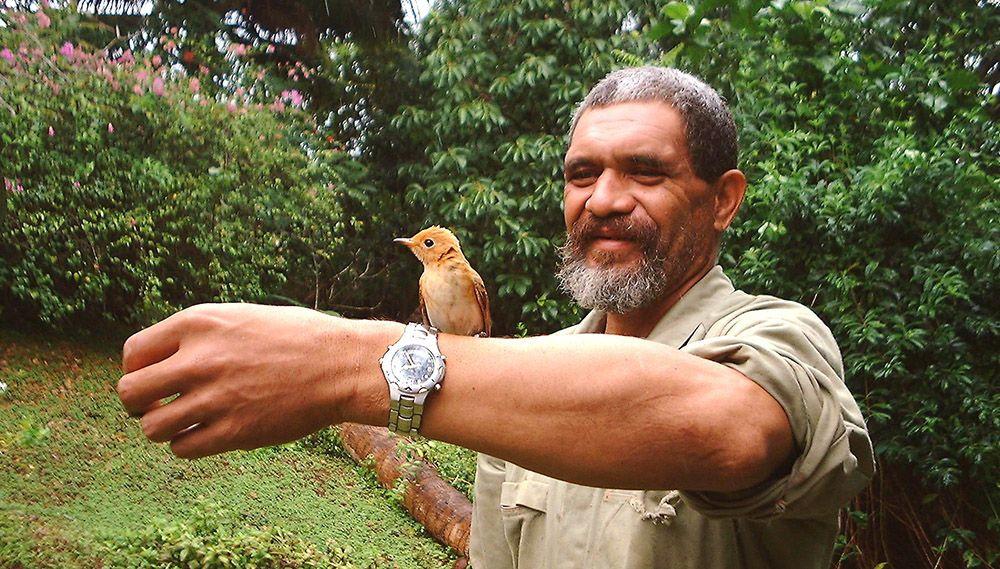 Birdman George op de Cookeilanden