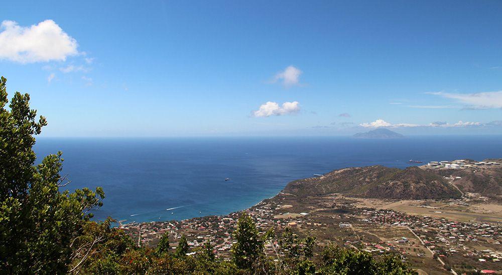 uitzicht vanaf de Quill op Statia
