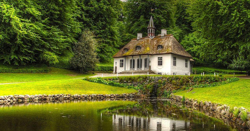huis aan een meer in Liselund