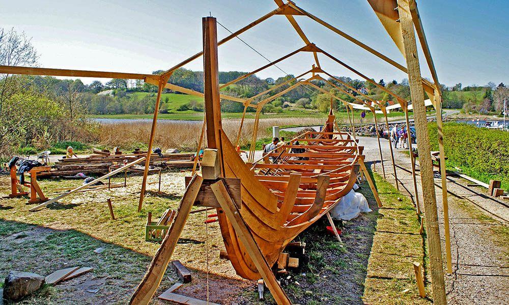 vikingschip in aanbouw