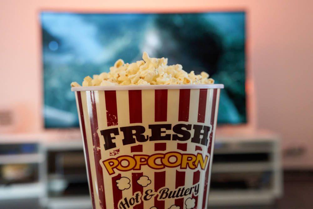 Popcorn tijdens het kijken naar reisfilms