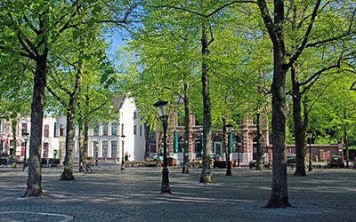 De prachtige, historische stad Utrecht in het zonnige voorjaar