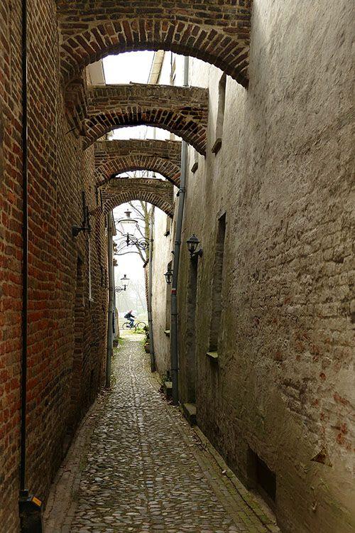 Steeg in het oude centrum van Deventer