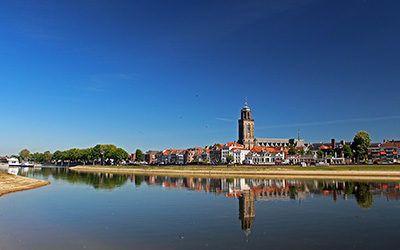Wandelen langs de IJssel bij hanzestad Deventer