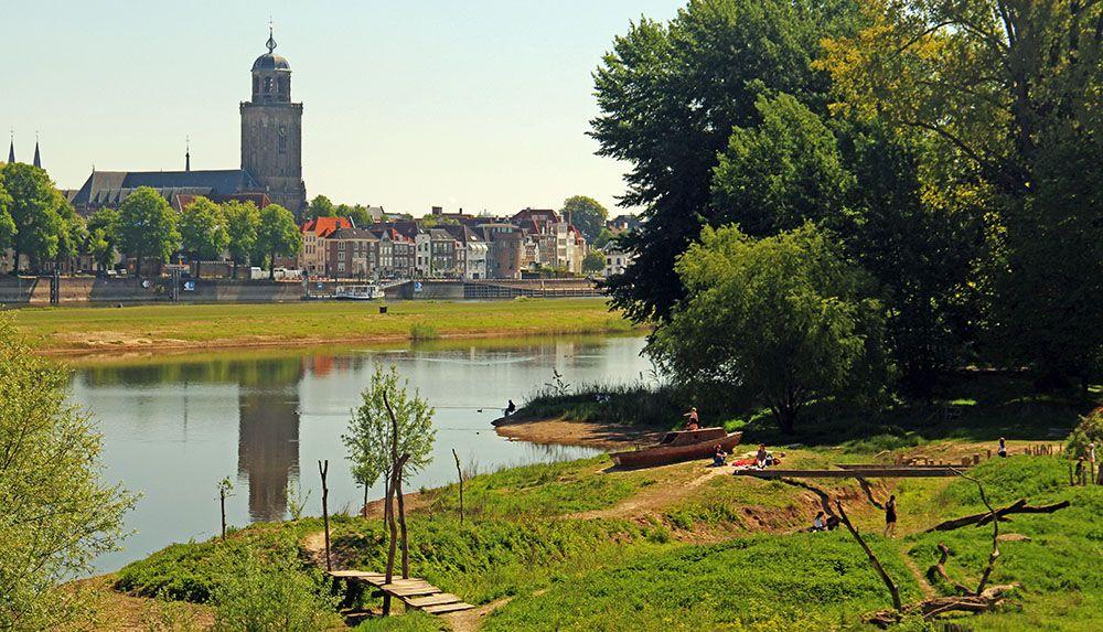 Wandelen aan de andere zijde van de IJssel bij Deventer