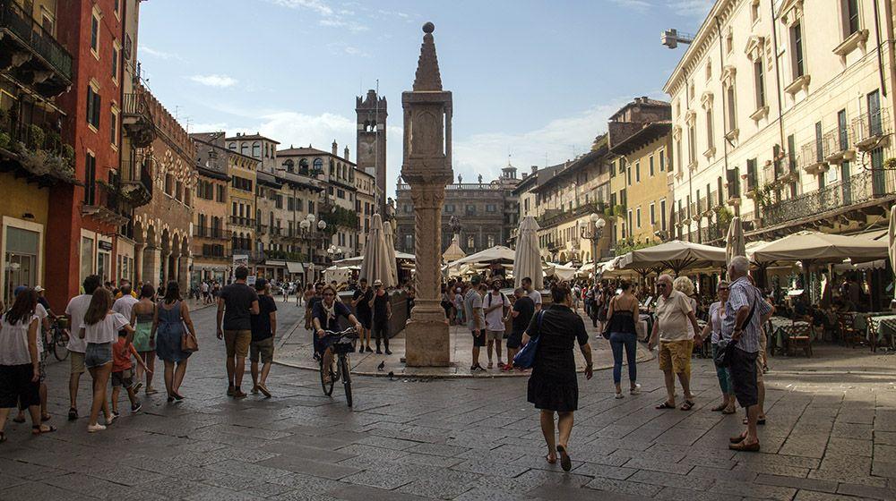 Piazza delle Erbe, Verona, Italië