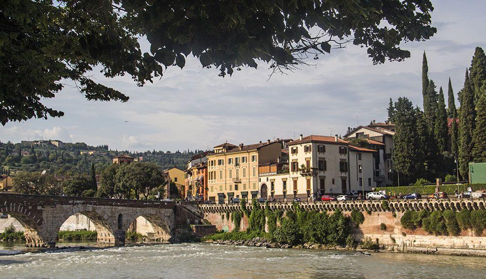 Adige door Verona in Italië