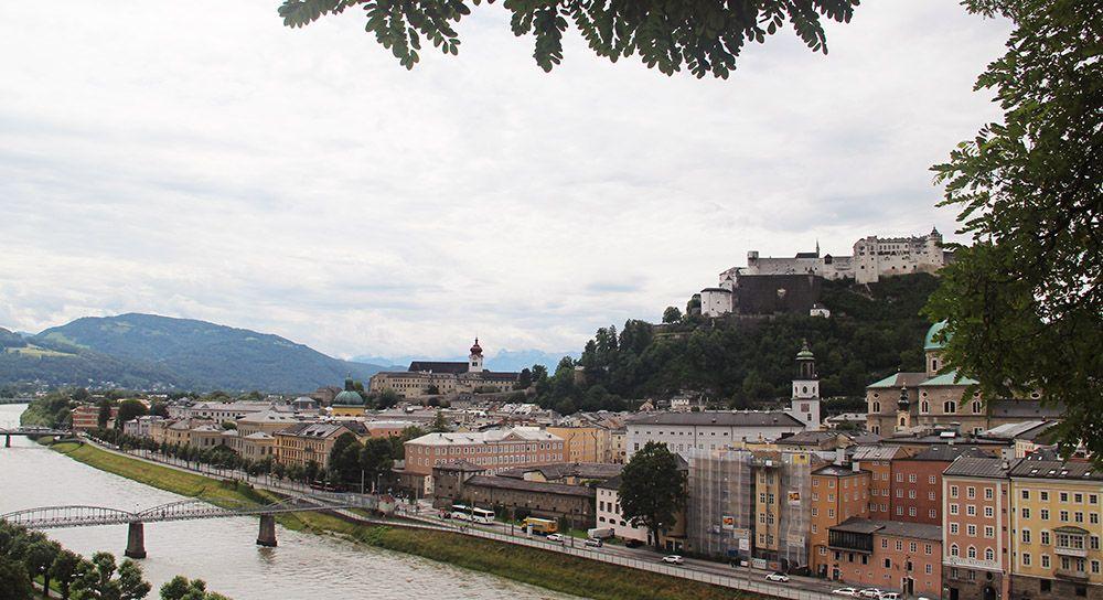 Uitzicht vanaf de Kapucijnenberg op Salzburg