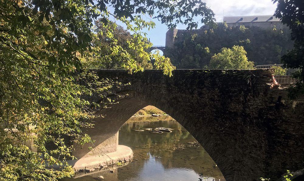 Brug bij het kasteel van Bouillon