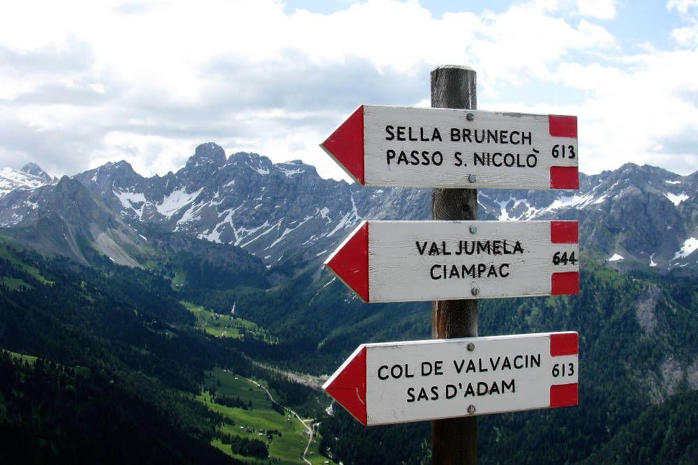Bewegwijzering in de Dolomieten