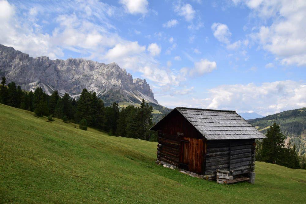 Schuurtje hoog in de bergen in de Dolomieten