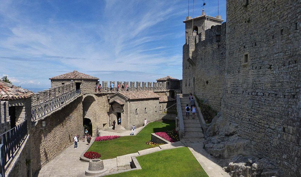 Binnenplein eerste toren San Marino