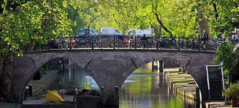 Oudegracht met fietsen