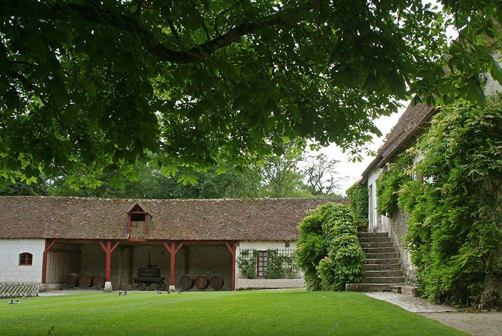 Binnenplaats en tuin van kasteel langs de Loire.